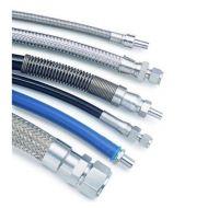 Parní hadice a elektrokabely pro žehličky a parní kartáče